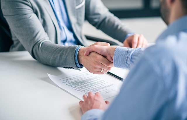 事業承継ではなぜ株式譲渡が多いの?その方法と注意点を解説