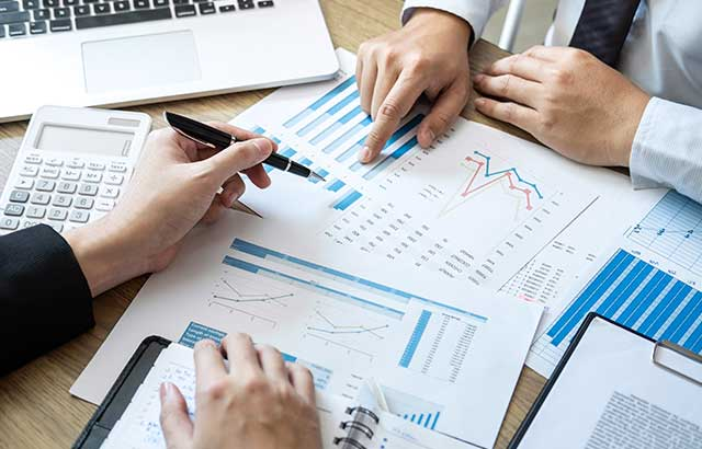 事業を継承する際の問題や事業承継が急がれる理由について分かりやすく解説
